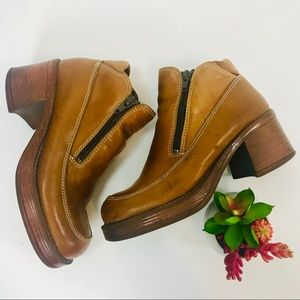 Wonderful. Vintage Brown leather chunky platforms